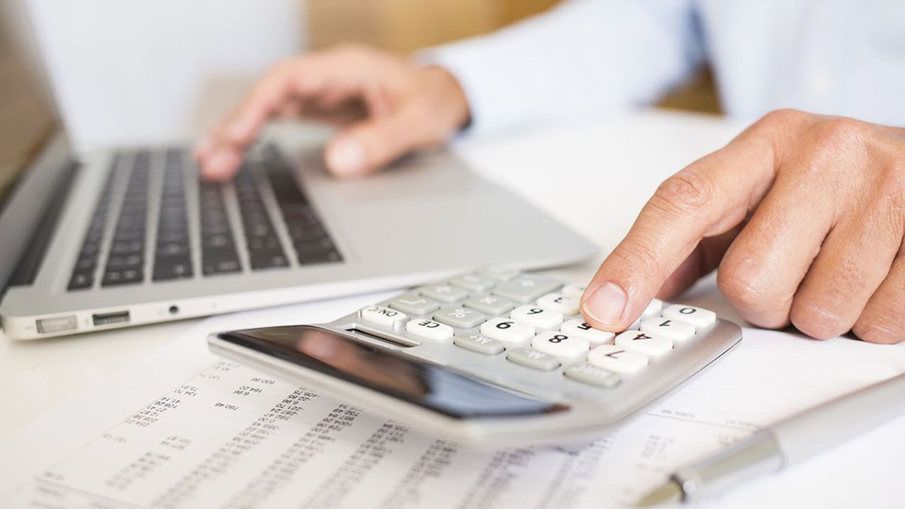 Plus le salaire est élevé, plus le taux de remplacement, qui mesure le rapport entre les derniers revenus perçus et la pension de retraite, est faible.