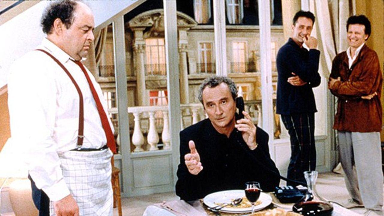 De gauche à droite : Jacques Villeret, Daniel Prévost, Thierry Lhermitte, Francis Huster, dans «Le diner de cons» (1998) réalisé par Francis Veber.