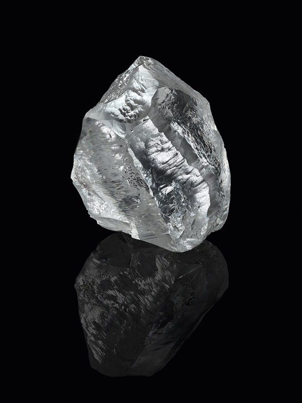Baptisé « Sethunya », ce diamant brut de 549 carats extrait au Botswana a été acquis par Louis Vuitton.