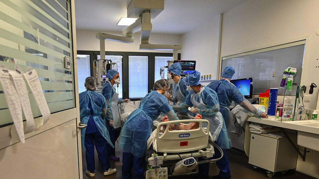 324 malades du Covid-19 sont entrés à l'hôpital ces dernières 24heures, et 73 ont été admis en réanimation.