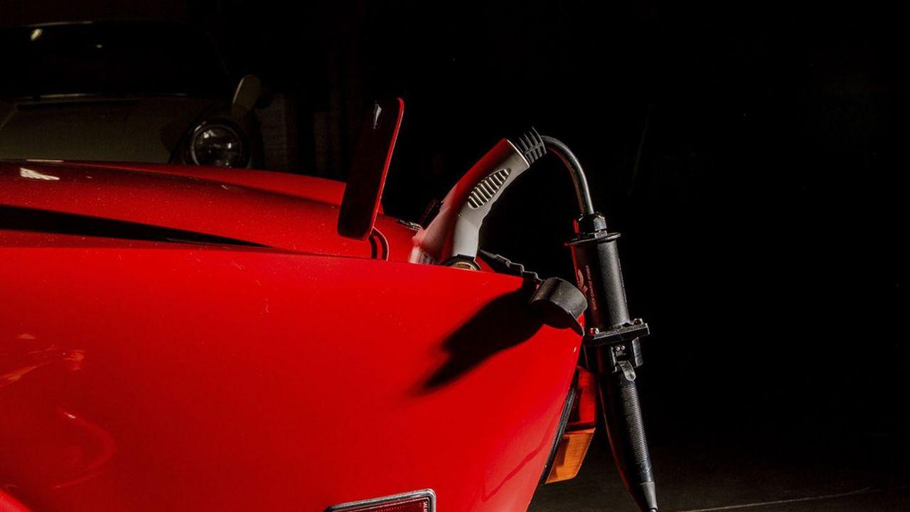 Malgré ses très bonnes performances environnementales, le modèle économique de la conversion des véhicules thermiques à l'électrique se cherche encore.