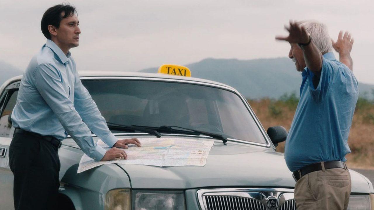 Alain (Grégoire Colin), un inspecteur international, est envoyé au Haut-Karabagh pour valider l'ouverture d'un aéroport.