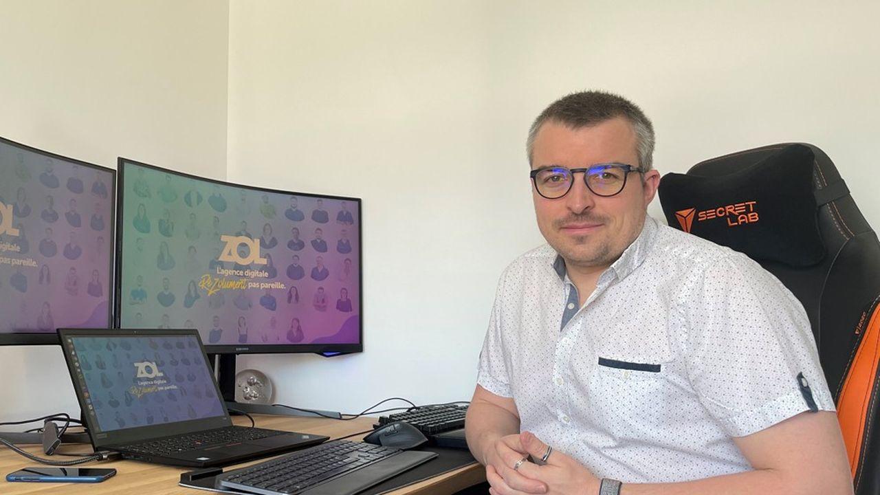 Adrien Pierrard, 34 ans, est devenu développeur en suivant une formation en ligne.