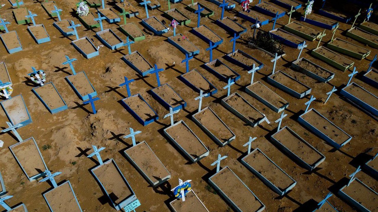 EN DIRECT - Covid : plus de 450.000 morts au Brésil