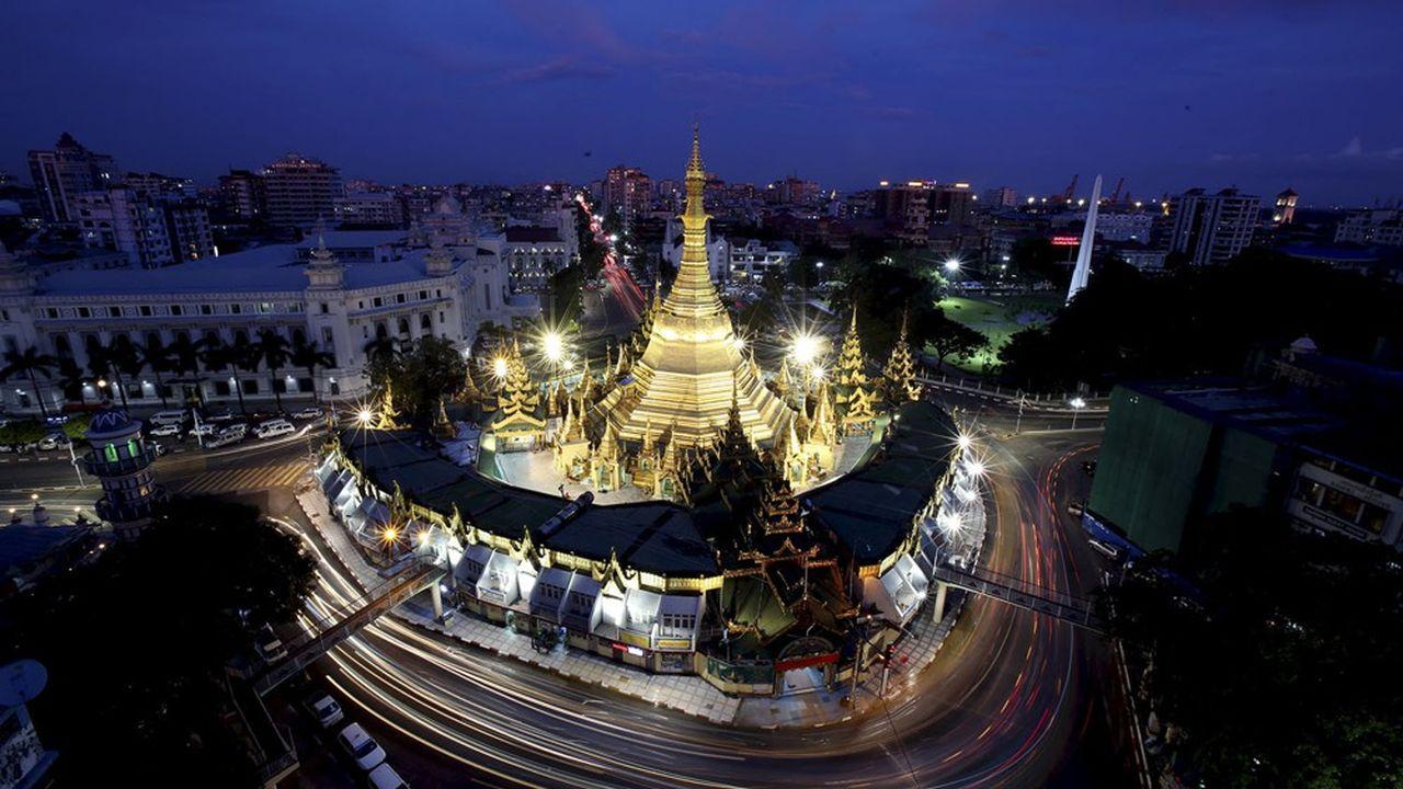 Total poursuivra néanmoins l'exploitation de son champ gazier birman de Yadana, « afin de ne pas interrompre la fourniture d'électricité qui est indispensable aux populations du Myanmar et de la Thaïlande ».