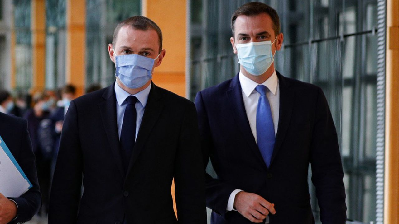 Les ministres de tutelle de la Sécurité sociale, Olivier Dussopt et Olivier Véran, font face à l'incertitude sur les dépenses liées au Covid en 2021.