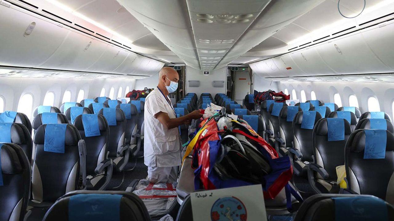 International SOS a participé à l'évacuation en avion médicalisé de 4 malades du Covid-19 depuis Saint-Denis de La Réunion jusqu'à Paris le 4mars 2021.