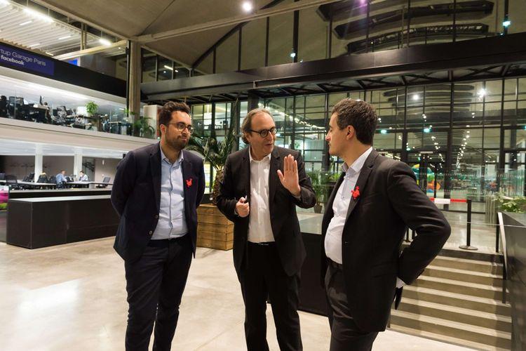 Le 12juillet 2017, Mounir Mahjoubi, Xavier Niel (fondateur de free et de Station F) et Gerald Darmanin, (alors ministre des comptes publics), visitent Station F, qui a ouvert ses portes fin juin2017 et l'espace réservé à la French Tech.