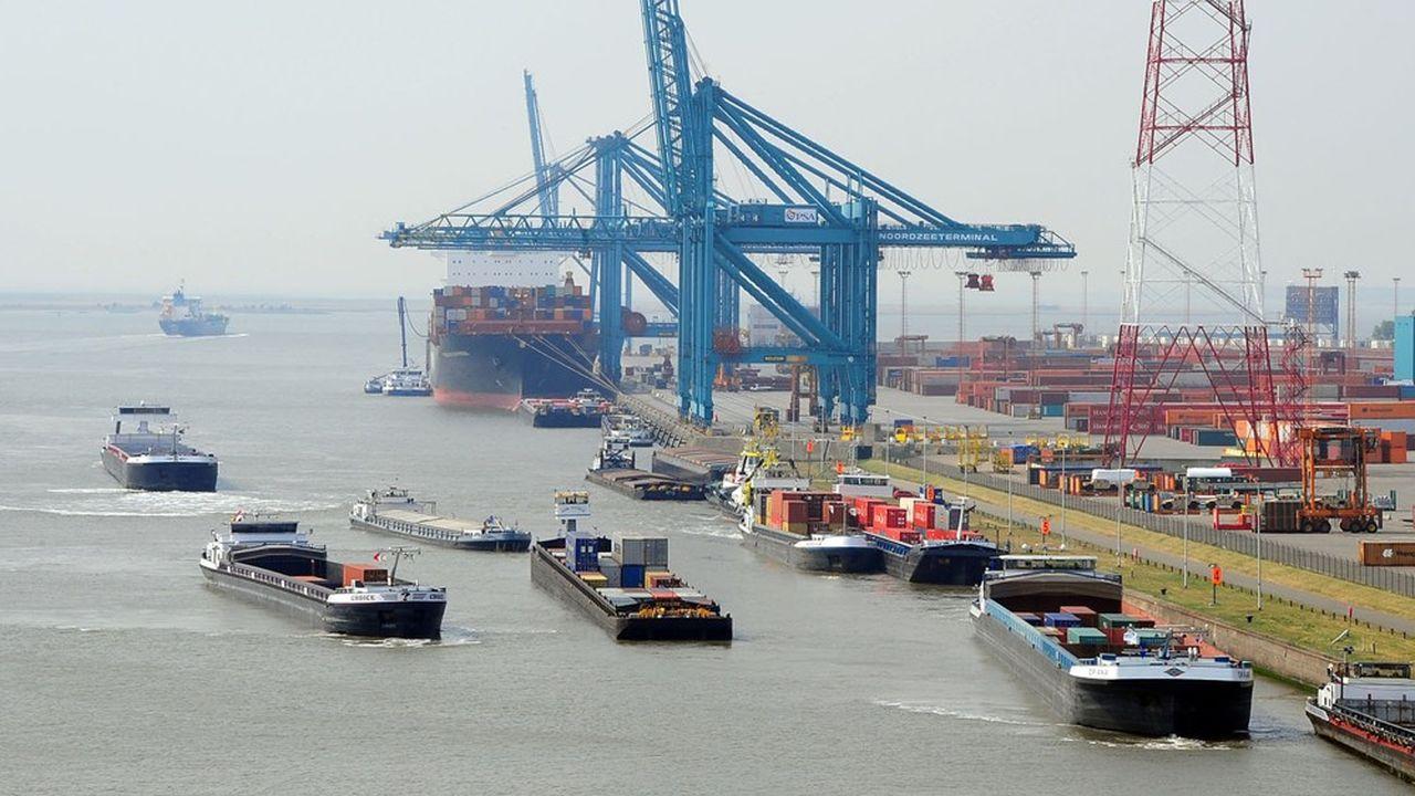 A l'embouchure de l'Escaut, le port belge d'Anvers, deuxième port du Vieux Continent et concurrent direct d'Haropa, gère 12millions de conteneurs à l'année, quatre fois plus que les ports de la Seine.
