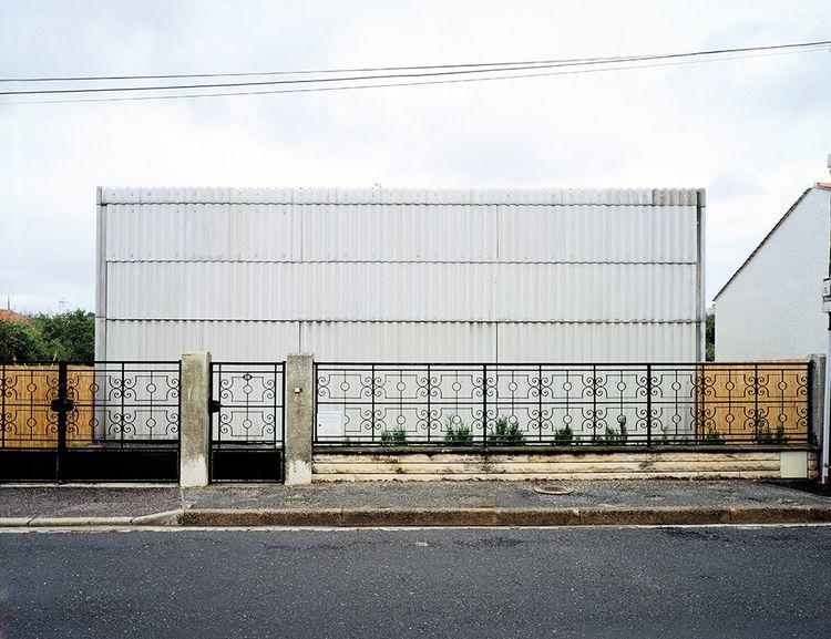 1993: la maison Latapie, à Floirac, en Gironde (les deux façades). La première réalisation du duo Anne Lacaton et Jean-Philippe Vassal.