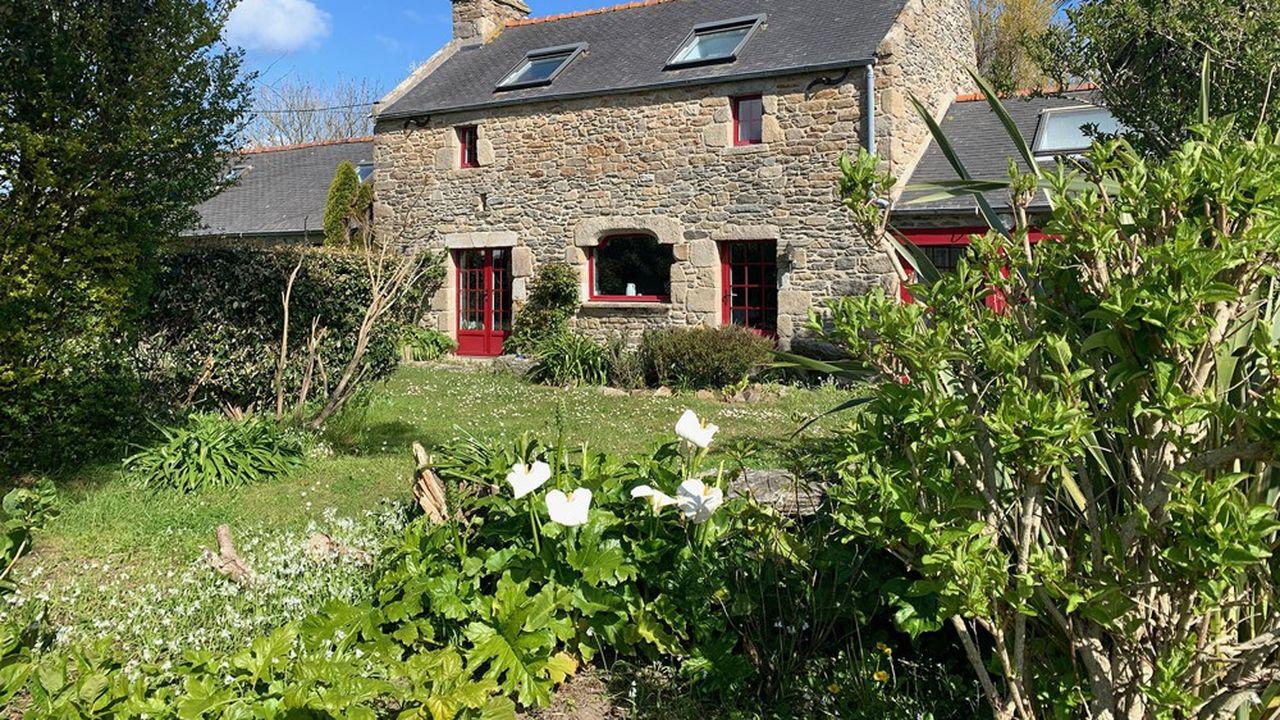 Cette maison familiale de 200 m² se situe à Ploudalmezeau dans le Finistère