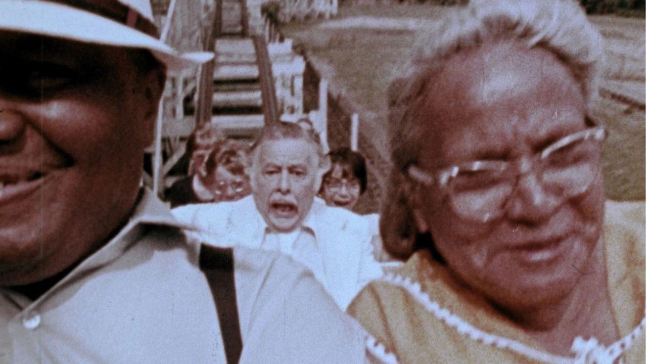 Lincoln Maazel en proie aux hordes de vivants.