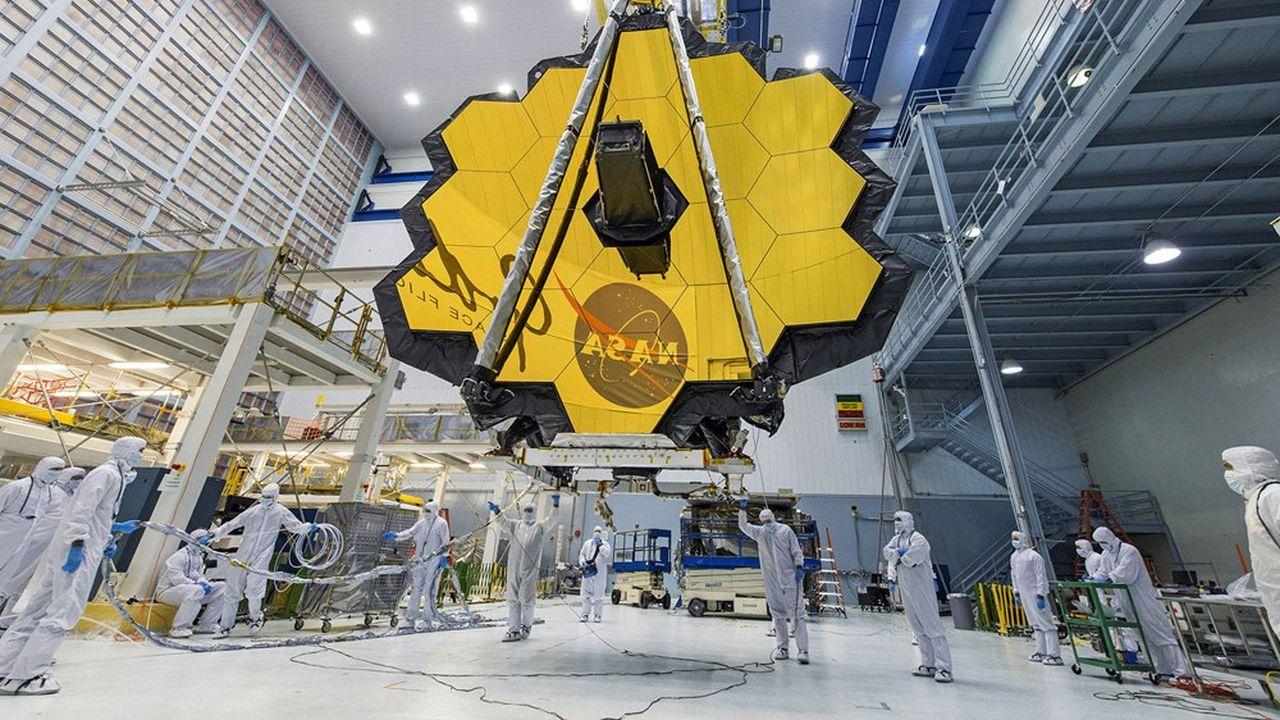 La surface du miroir primaire du James Webb est six fois plus importante que celle de Hubble et permet au télescope de collecter une image neuf fois plus vite que son prédécesseur.