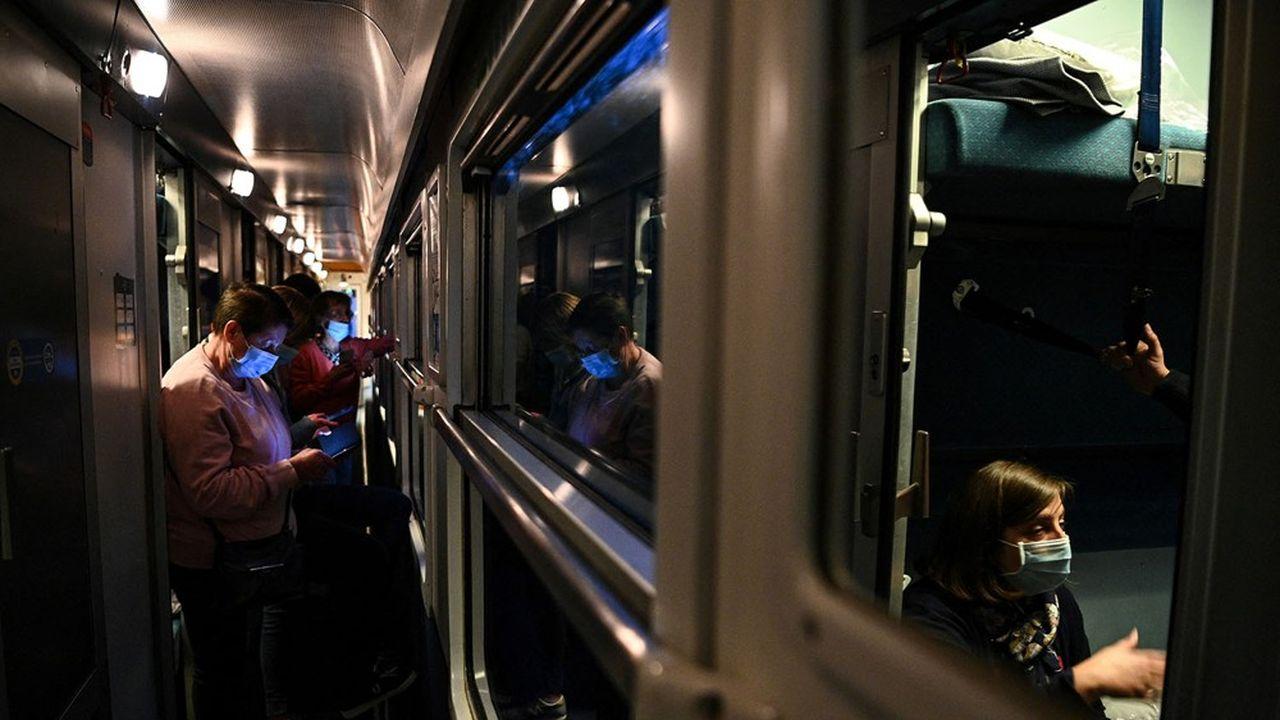 L'intérieur du train de nuit Paris-Nice, remis en service le 20mai après plusieurs années d'interruption.