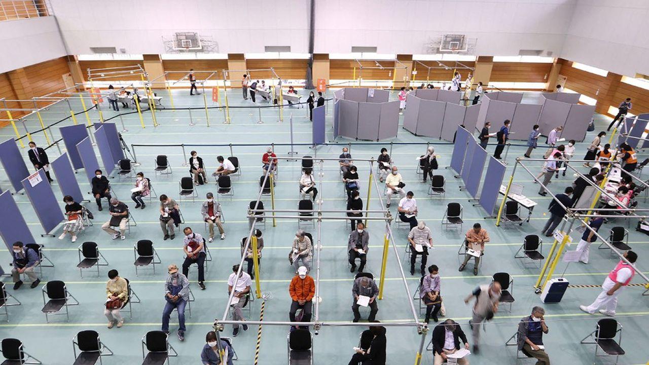 Covid : au Japon, les entreprises et les universités vont aussi vacciner