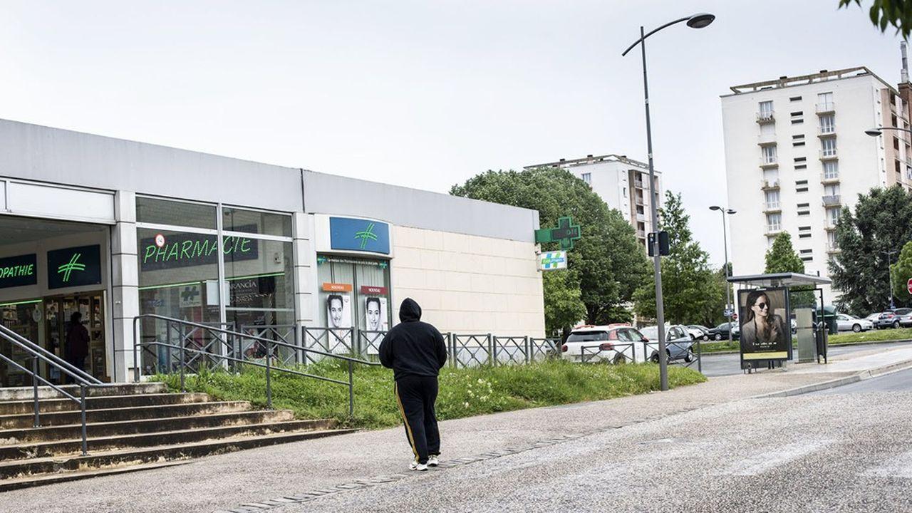 Immeubles, tours, HLM pendant le confinement, cite, banlieue de Poitiers