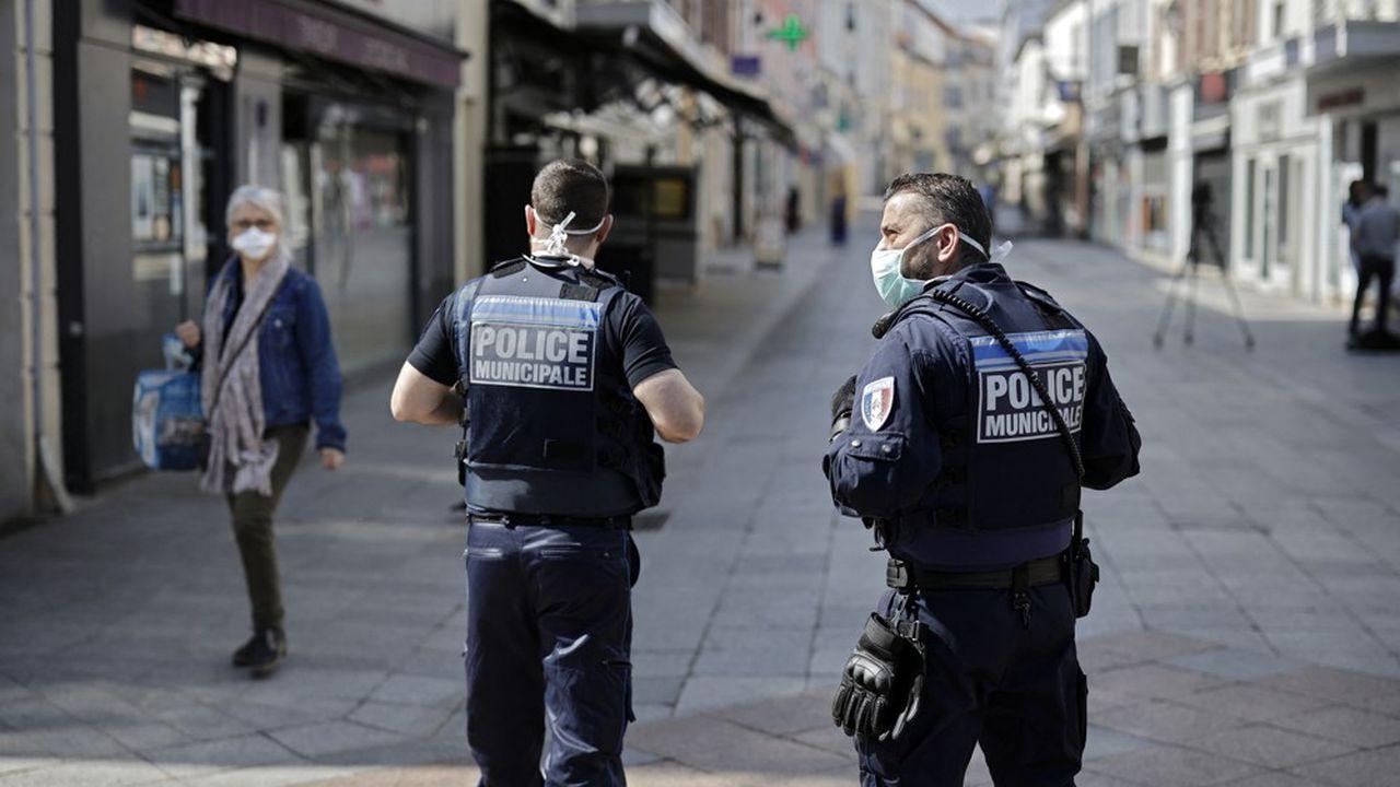 Anne Hidalgo, qui s'était ralliée à cette idée en 2019, a salué une «décision historique» alors que la police municipale est «partout ailleurs en France une évidence du quotidien».