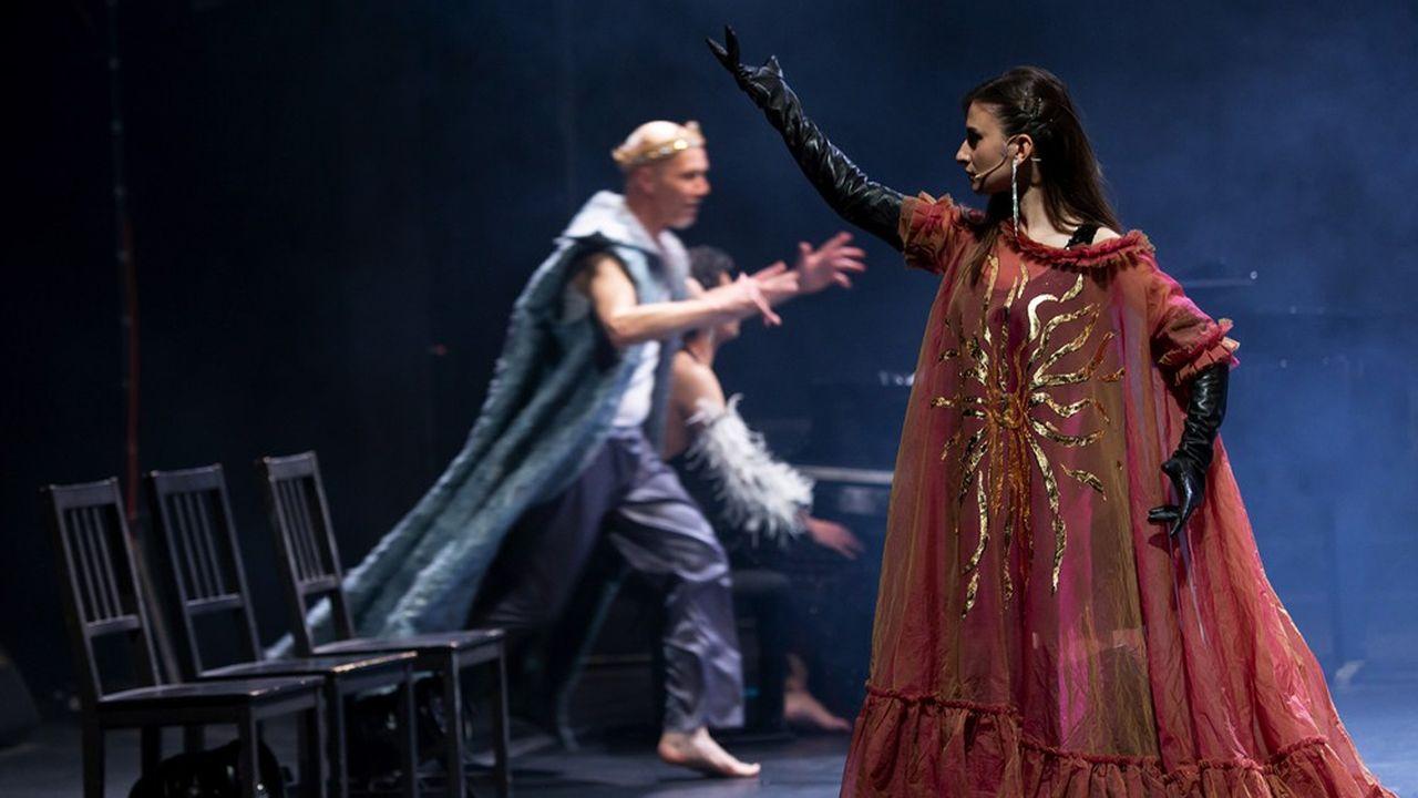 Pierre Notte (Harvey) en roi de conte, Pauline Chagne en Peau d'Âne…