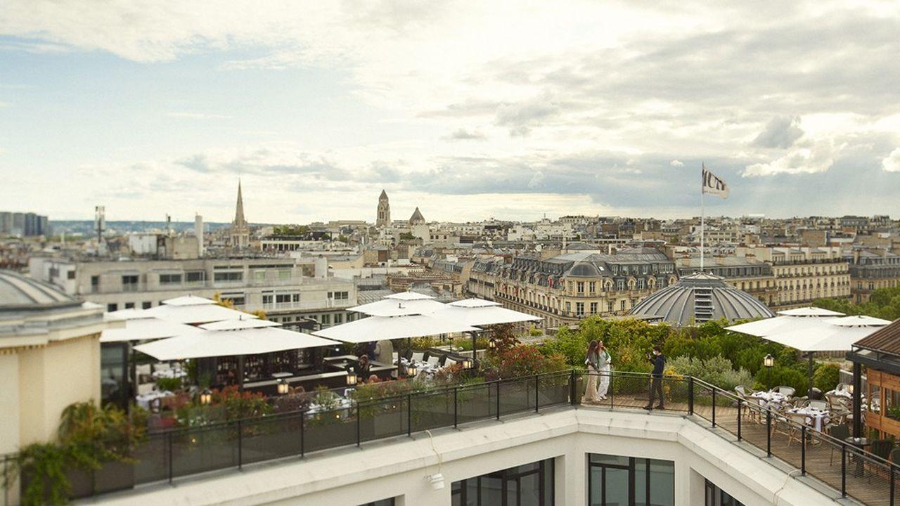 Le rooftop de «Mun», du groupe Paris Society, à Paris, sur les Champs-Elysées, en mai2021.