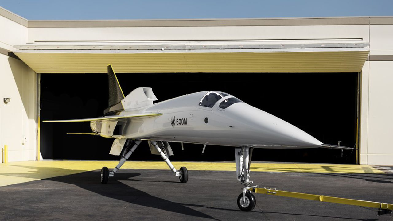 Le démonstrateur XB-1 présenté en 2020 par Boom est censé préfigurer un avion de ligne de 55sièges.