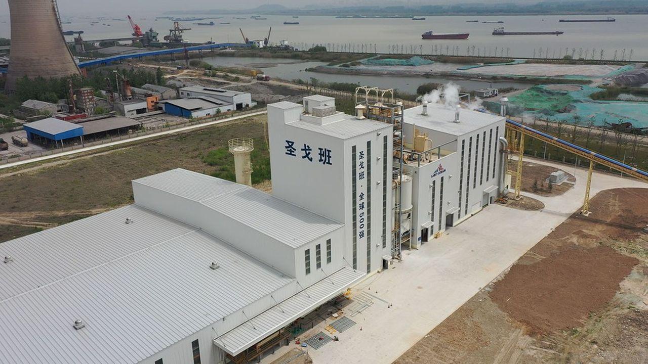 Saint-Gobain a inauguré en mai une nouvelle usine de plâtre à Yangzhou, en Chine, d'une capacité annuelle de 350.000 tonnes.