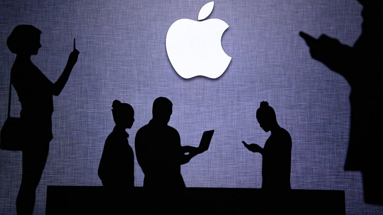 A Wall Street, Apple continue de tutoyer ses records historiques, à plus de 2.000milliards de dollars de capitalisation boursière.