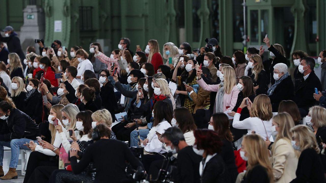 Pour la semaine de la mode masculine en juin ou celle de la haute couture en juillet, il y aura au moins un défilé physique par jour.
