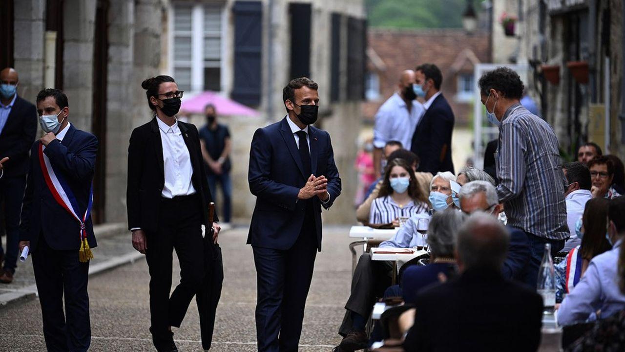 Emmanuel Macron a déjà mis des garde-fous en précisant que la réforme de 2020, qui a fait l'objet de plusieurs mois de contestation sociale intense, ne serait pas reprise «en l'état».