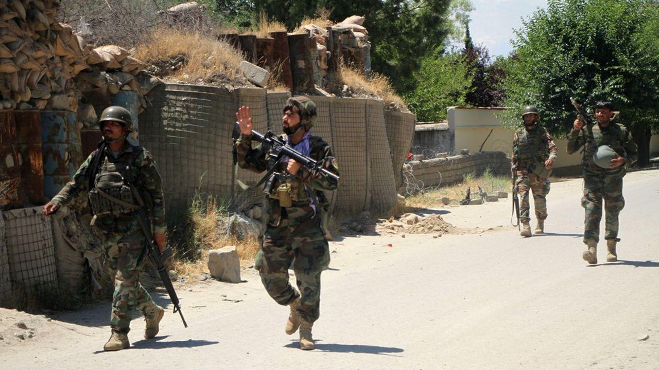 L'armée afghane participe à une opération contre les Talibans, à Mehtarlâm dans la province de Laghmân, le 24mai dernier. Les rebelles ont pris en moins d'une semaine trois autres districts en Afghanistan.