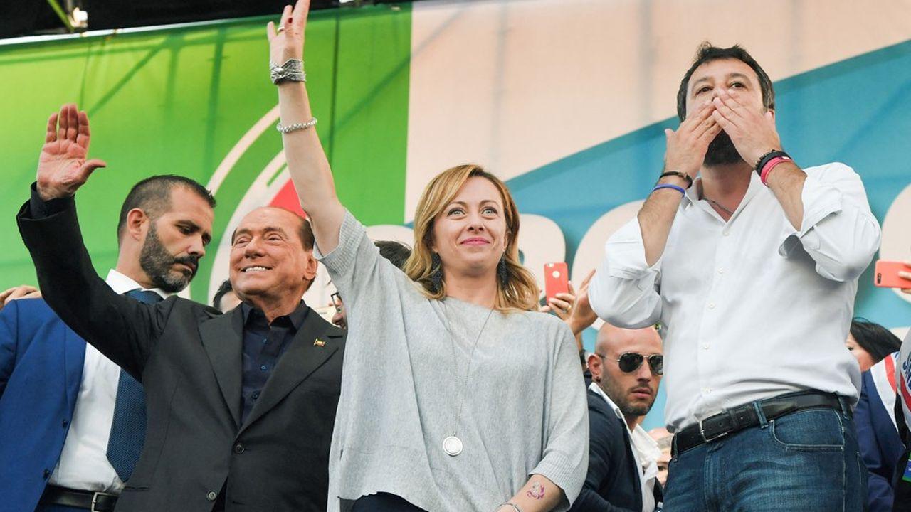Silvio Berlusconi, de Forza Italia, Giorgia Melonidirigeante de Fratelli d'Italia, et Matteo Salvini de la Ligue représententles différents courants de la droite et de l'extrême droite italienne.