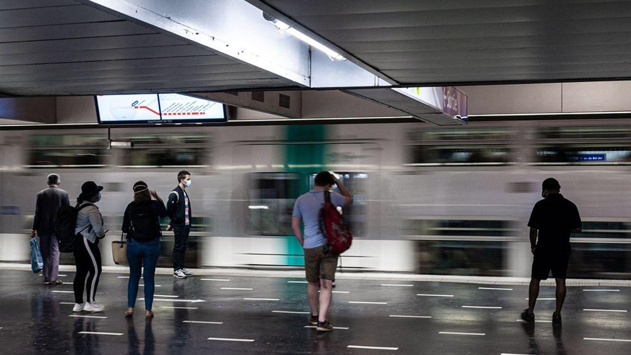 La région est lancée dans un vaste plan de rénovation des rames et d'extension de lignes de métro et RER, sous réserve d'en avoir les moyens financiers.