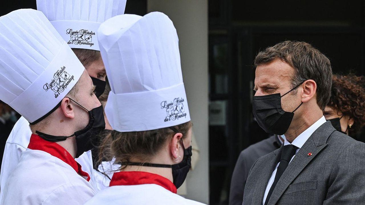 Emmanuel Macron a échangé ce mardi avec des élèves d'un lycée hôtelier.