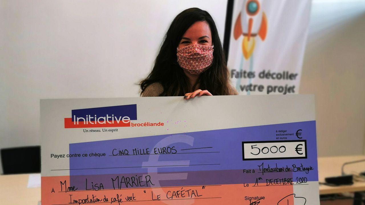 Remise de chèque - Lisa Marrier - InitiativeBrocéliande