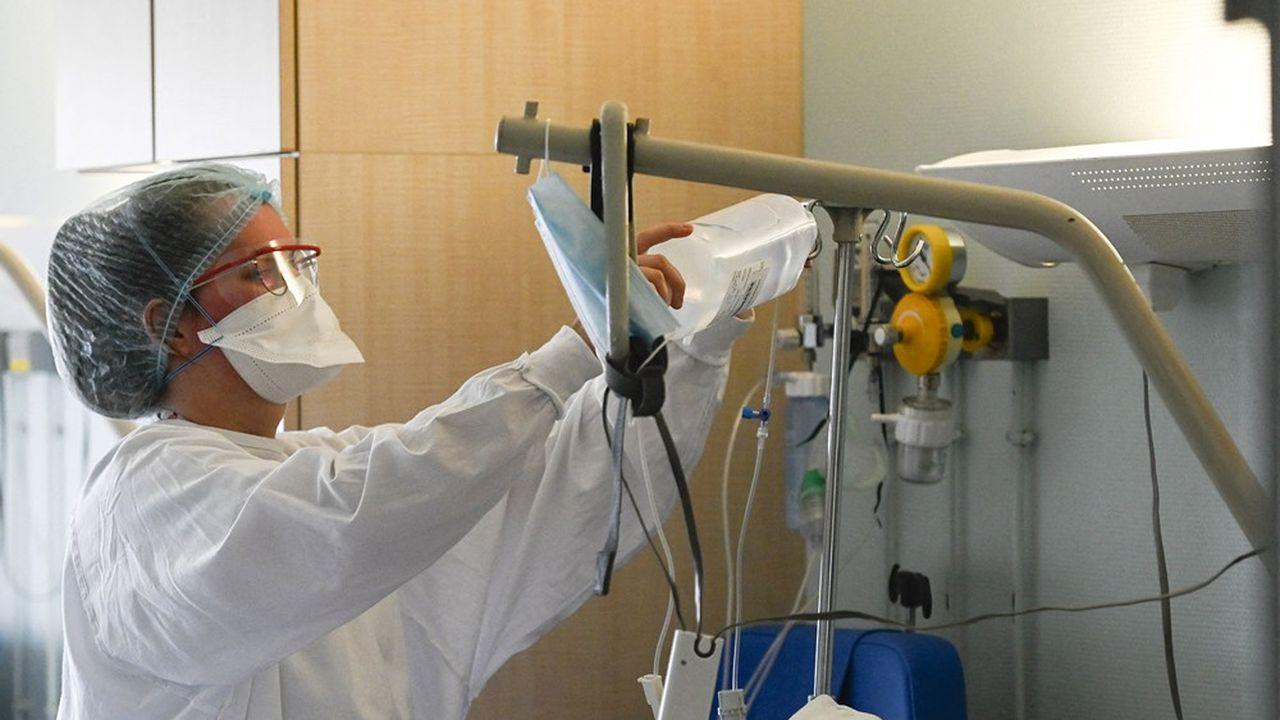 La moitié des biosimilaires sont administrés à l'hôpital (Photo by SEBASTIEN BOZON/AFP)