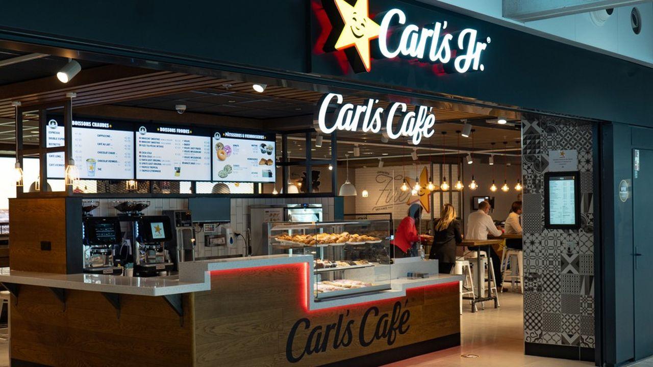 Le spécialiste du burger Carl's Jr. a ouvert son troisième restaurant, doté d'une partie café, en France, au terminal 2B de Roissy-CDG.