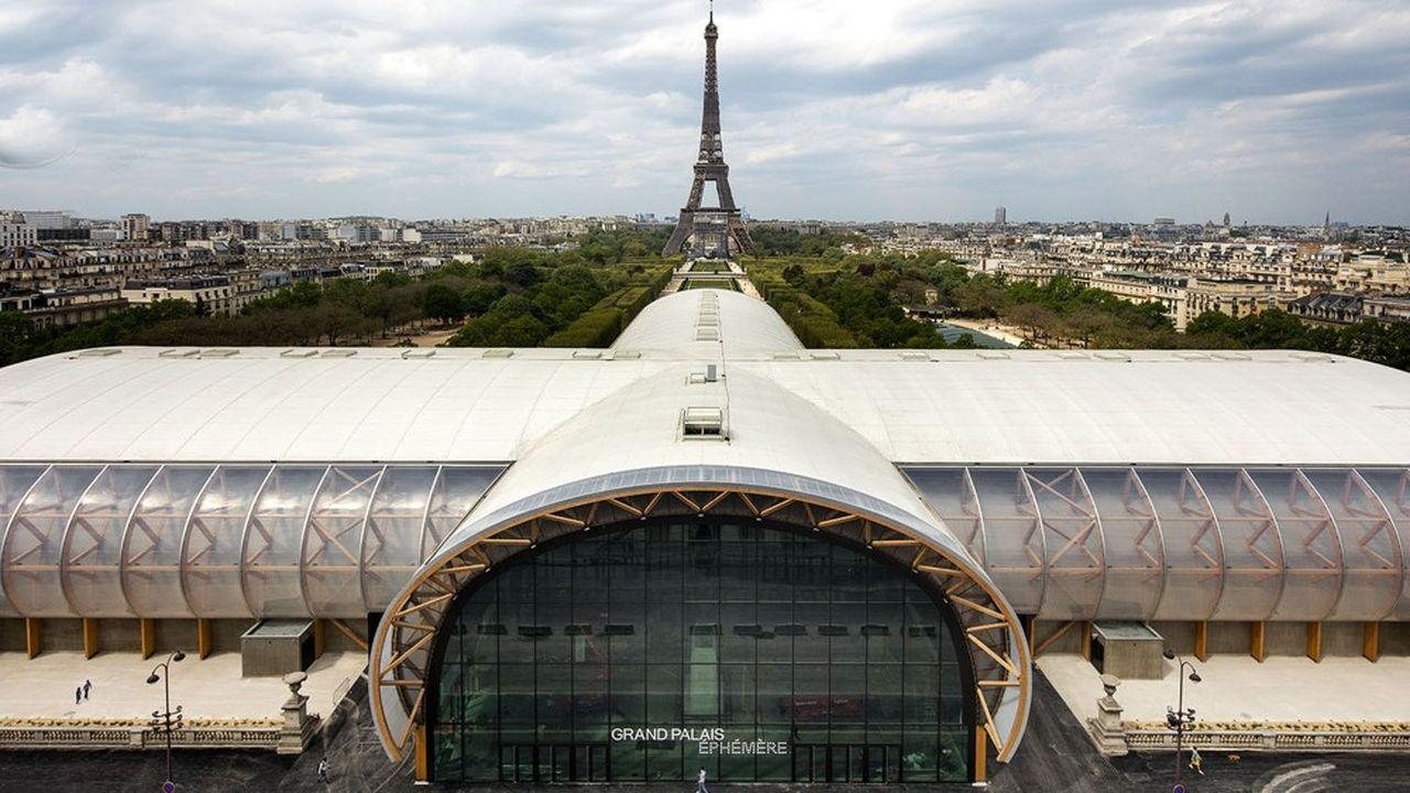 Les poutres cintrées de la charpente forment deux voûtes en arche se croisant, d'une portée respective de 33 et 51 mètres, complétées d'un espace central. L'ensemble représente 10.000 mètres carrés d'espace intérieur et deux salons, avec une jauge de 8.000 personnes (9.000 pour les JO).