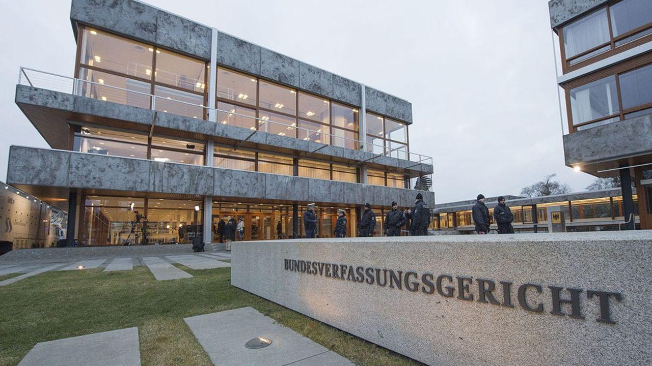 La Commission européenne a adressé une mise en demeure à l'Allemagnepour violation des principes fondamentaux du droit de l'Union, conséquence de l'ultimatum lancé à la BCE par les juges constitutionnels allemands.