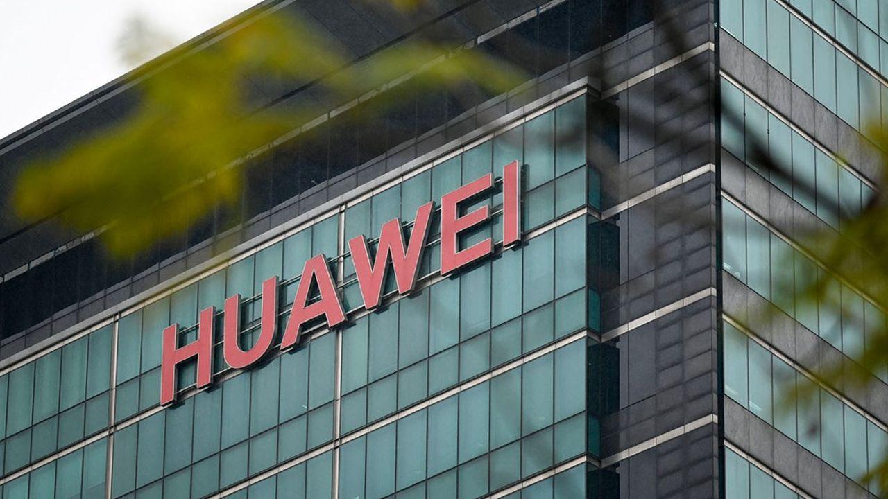 Huawei, le champion chinois des télécoms, emploie 3.000chercheurs dédiés à la cybersécurité.