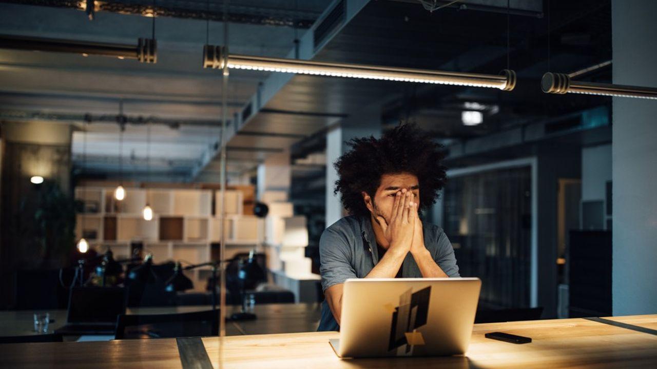 Selon une étude, les 18-24 ans déclarent faire en moyenne 8,28 heures supplémentaires par semaine non rémunérée, le volume le plus élevé de toutes les catégories d'âge.