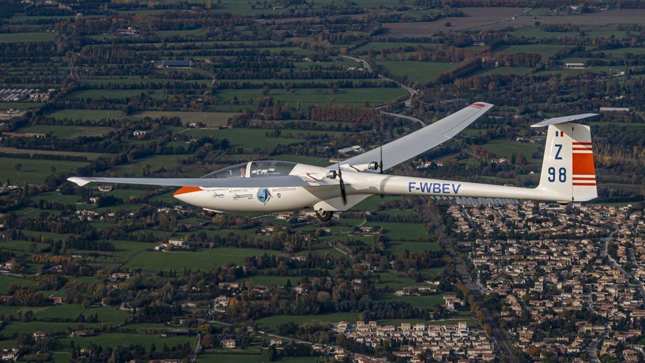 Vol d'essai de l'Euroglider le 24octobre 2020 autour de la base aérienne 701 de Salon-de-Provence.