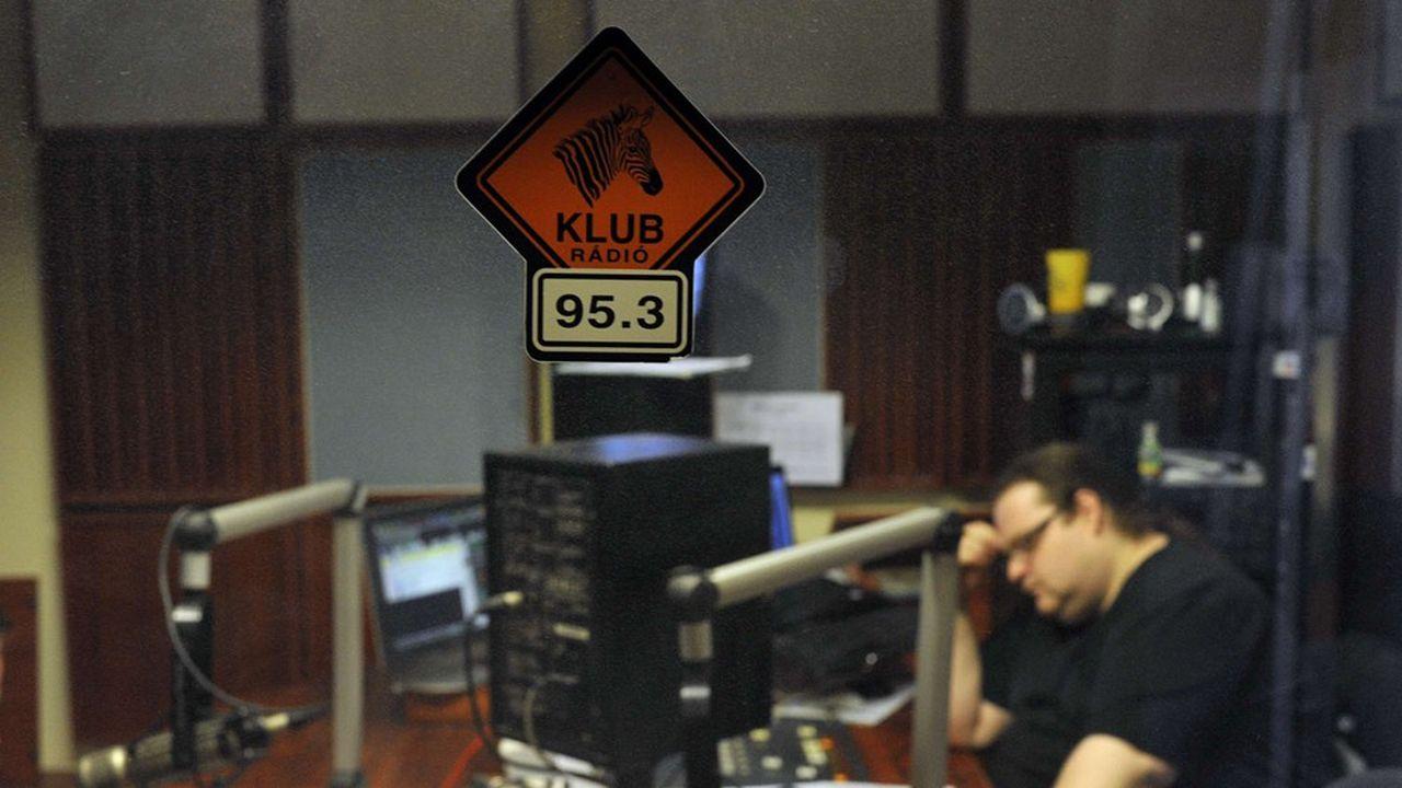 Le Conseil hongrois des médias -dont l'indépendance est menacée, selon la Commission- a refusé de prolonger la licence d'émission de Klubradio après janvier2021.