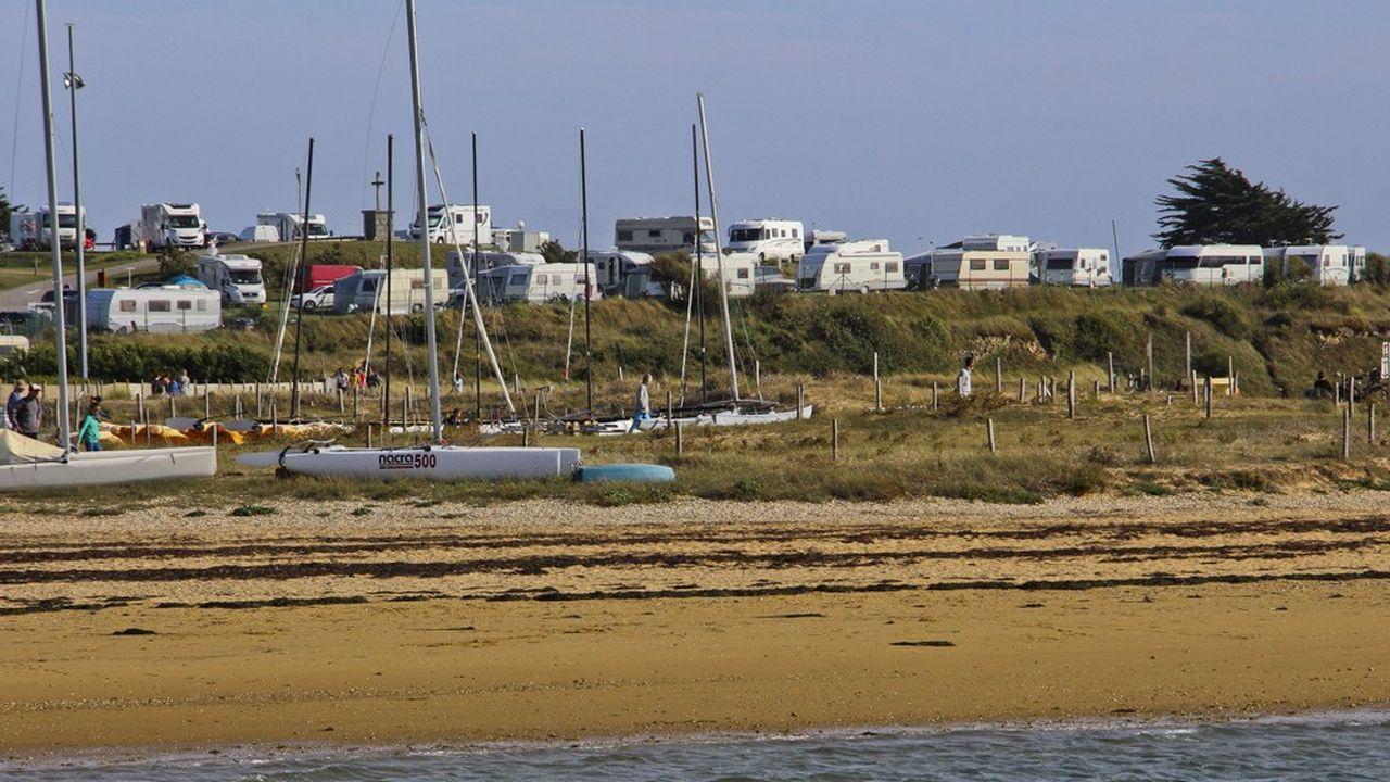 Un terrain de camping au bord de la Ria d Etel, dans le Morbihan.