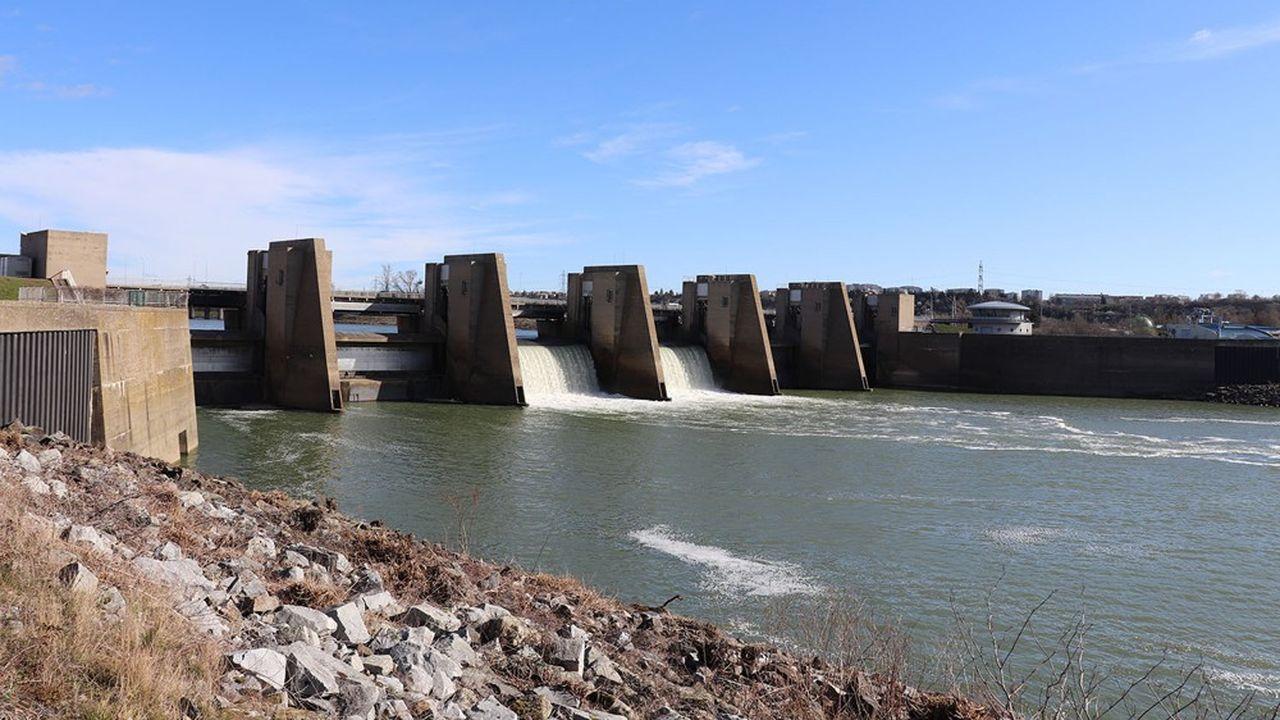 Le barrage de Pierre-Bénite sur le Rhône au sud de Lyon.