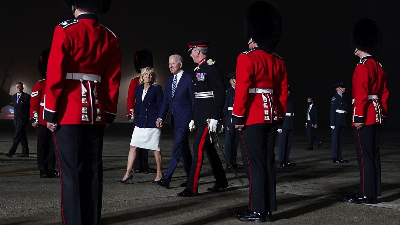 Joe Biden et la First Lady à leur arrivée en Cornouailles, mercredi.