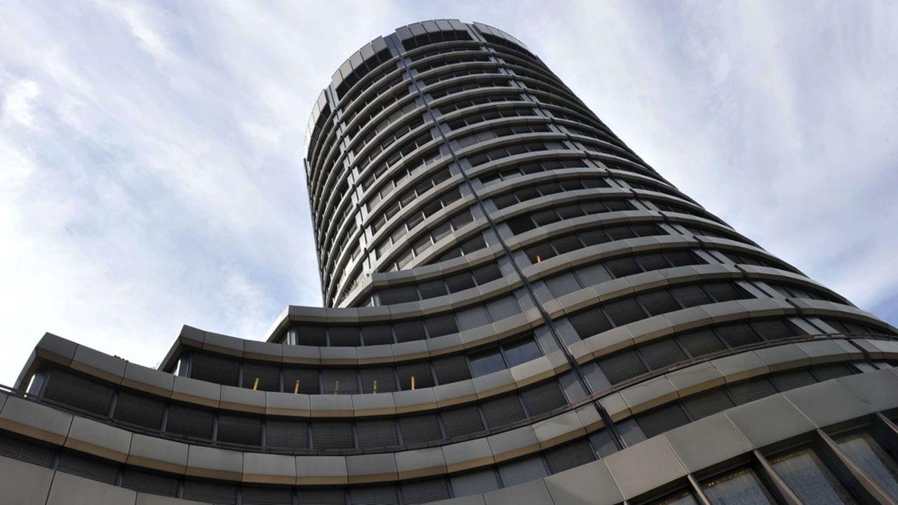 Le Comité de Bâle élabore des propositions de réglementations bancaires ensuite déclinées dans chaque pays.