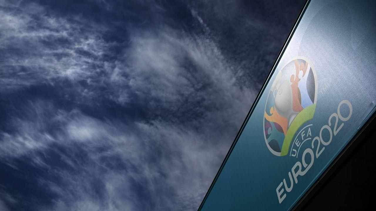 Organisé par l'UEFA, l'Euro a été reporté d'un an en raison de la pandémie de Covid-19.