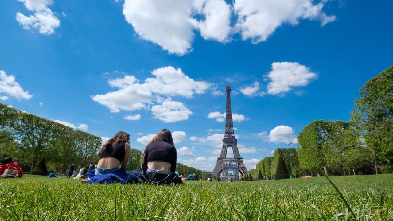Quelques tour-opérateurs promettent déjà des «départs garantis» pour Paris pour les réservations en août.