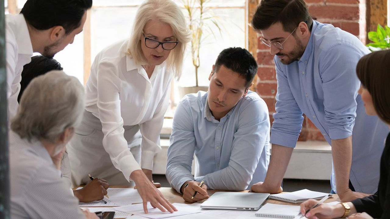 La centaine d'entreprises cotées de plus de 2.000 employés a un an pour nommer des femmes dans leur directoire.