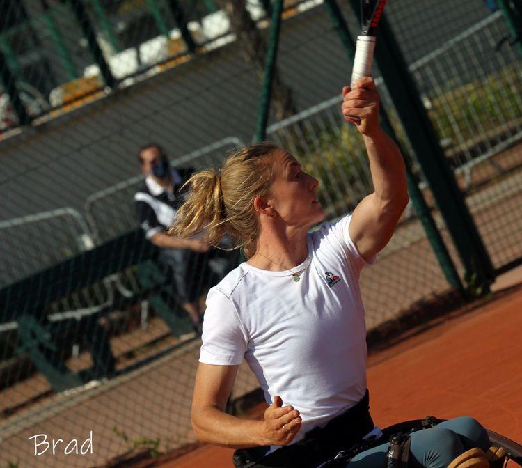 Charlotte Fairbank s'entraîne entre deux et quatre heures par jour au centre national d'entraînement de la Porte d'Auteuil ou à Feucherolles au Comité de tennis des Yvelines.