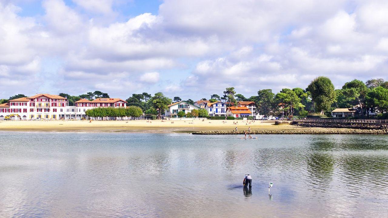 A Hossegor, dans le Pays basque, le prix des maisons avoisine désormais 7.000euros du mètre carré, selon Barnes.
